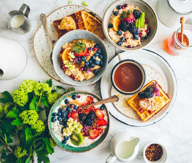 colazione dolce brunch waffle frutta yogurt